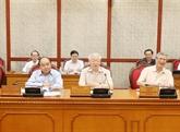 Le secrétaire général et président Nguyên Phu Trong préside la réunion périodique du Politburo