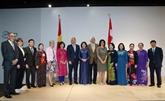 La vice-présidente Dang Thi Ngoc Thinh rencontre des Vietnamiens en Suisse
