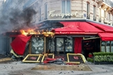 Le Fouquet's, dévasté lors des manifestations