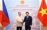 Les chefs de la diplomatie vietnamien et philippin s'entretiennent à Hanoï