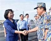 Dang Thi Ngoc Thinh rend visite aux officiers et soldats de la IIe Région navale