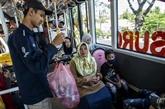 À Surabaya, un ticket de bus coûte trois bouteilles ou dix gobelets en plastique
