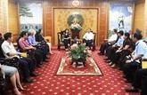 La vice-présidente vietnamienne offre des cadeaux aux victimes du typhon Wipha à Thanh Hoa