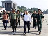 Le PM Nguyên Xuân Phuc vérifie les travaux de rénovation du mausolée du Président Hô Chi Minh