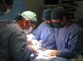 Opérations gratuites pour des enfants vietnamiens atteints de dysraphisme spinal