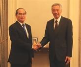 Le Premier ministre singapourien espère renforcer la coopération avec HCM-Ville