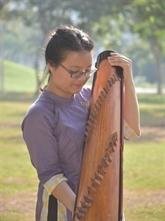 Elle s'est trouvée par la musique traditionnelle