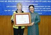 Remise de l'Ordre d'amitié à la fondatrice de l'organisation Peace Trees Vietnam
