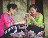 La richesse culturelle des habits traditionnels des Xa Phang à Diên Biên
