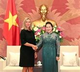La présidente de l'Assemblée nationale reçoit la vice-présidente de la CE