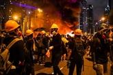 Les manifestants à Hong Kong tentent de bloquer l'accès de l'aéroport