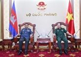 Le chef d'état-major adjoint reçoit un officier de la Police militaire du Cambodge