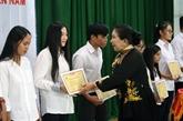 Deux cents bourses d'études remises à des élèves et étudiants en difficulté