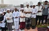 Les Indonésiens prient pour la pluie au milieu des feux de forêt