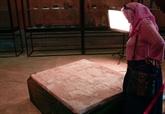 Des archéologues français restituent trois pièces antiques au musée national