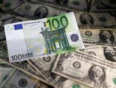 Leuro baisse fortement face au dollar après des PMI européens déçevants