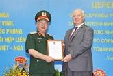 Le lieutenant-général Nguyên Chi Vinh reçoit l'Ordre de l'amitié de la Russie