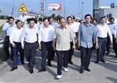Le PM sur le chantier de l'autoroute Trung Luong - My Thuân