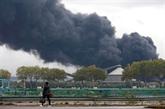 À Rouen, l'incendie de l'usine chimique éteint, les inquiétudes demeurent