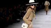 Celine : la néobourgeoise de Hedi Slimane en jupe culotte persiste et signe