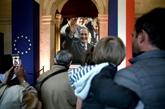 Foule impressionnante aux Invalides pour saluer Chirac, avant l'hommage officiel