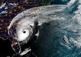 L'ouragan Dorian se renforce et déferle sur la côte Est américaine