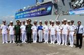 Deux navires de la marine sud-coréenne mouillent à Dà Nang