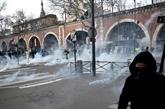 Le conflit suspendu aux annonces du gouvernement, les opposants dans la rue