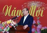 Le PM Nguyên Xuân Phuc rencontre d'anciens responsables de la région Centre