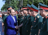 Nguyên Xuân Phuc présente ses vœux aux soldats