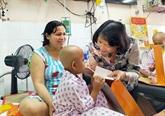 La vice-présidente de la République au chevet des patients à Hô Chi Minh-Ville