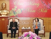 Une dirigeante du Parti reçoit une délégation du diocèse de Hung Hoa