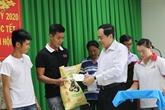 De hauts responsables effectuent des visites du Têt dans les localités