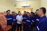 Des cadeaux du Têt à des suspects et prisonniers vietnamiens au Laos