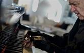 Un célèbre pianiste brésilien rejoue grâce à des gants bioniques