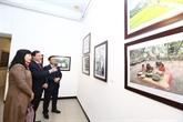 Ouverture d'une exposition de peinture et de photo à Hanoï