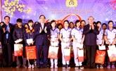 Des dirigeants offrent des cadeaux à des familles démunies à Hà Giang et Phu Tho