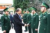 Le vice-PM Truong Hoà Binh offre des cadeaux aux habitants de Hà Giang