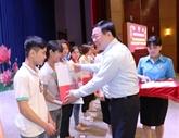 Un vice-Premier ministre offre des cadeaux du Têt aux ouvriers et démunis à Tây Ninh