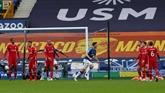 Angleterre : Liverpool bute sur Everton et perd Van Dijk, City se reprend