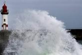 Tempête en Bretagne avec de violentes rafales et précipitations en Méditerranée