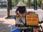 Les vendeurs de rue face à la pression sanitaire et financière
