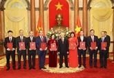 Nguyên Phu Trong remet ses décisions de nomination à neuf nouveaux ambassadeurs