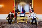 Le président tchèque loue l'amitié avec le Vietnam