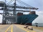 L'un des plus gros porte-conteneurs au monde en escale au Vietnam