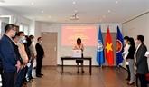 Aides de la Mission du Vietnam à Genève et des ambassades en Thaïlande et en Malaisie