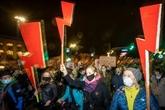 Pologne : des dizaines de milliers de personnes manifestent pour le droit à l'avortement