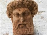 Une tête en marbre d'Hermès trouvée sous une rue d'Athènes
