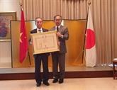 Un professeur vietnamien reçoit l'Ordre du Soleil-Levant du Japon