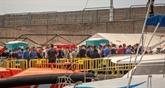 Espagne : 200 migrants seront évacués d'un port des Canaries